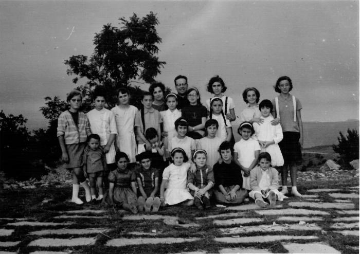 FOTO CARMEN de Cabanes. [Les lloses de Troia], 1963. Arxiu de Vistabella del Maestrat. Fons familiar Leonor Vicente Escrig.